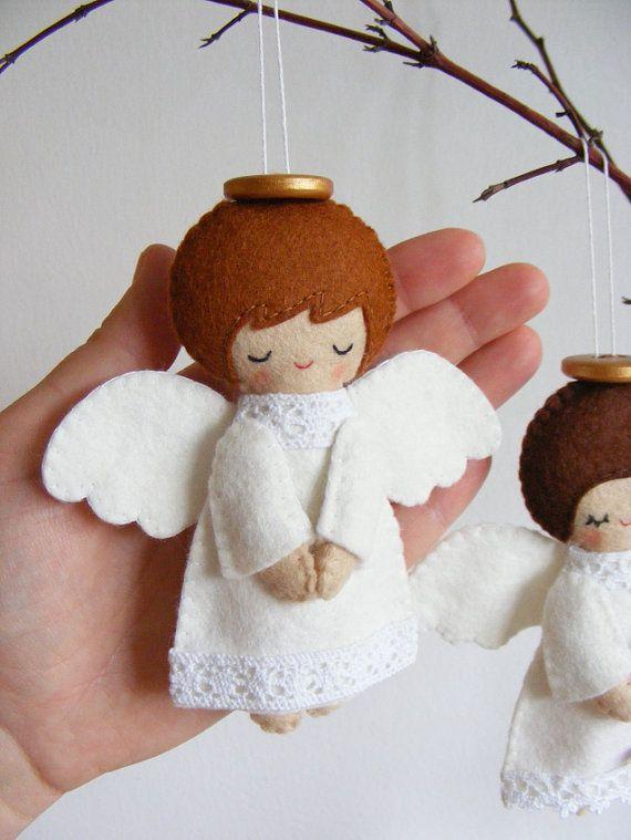 Enfeite de feltro em forma de anjinho para a árvore de natal! Fofo demais!