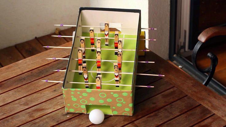 Fußball-Feeling für zuhause: Einen Tischkicker selber zu bauen, ist mit der richtigen Anleitung ein Kinderspiel.