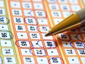 Выигрыш в лотерею возможен благодаря простому алгоритму… Почему одним везет, а другим нет? Есть люди, которые ставят на одни и те же наборы чисел и не выигрывают в течение нескольких лет! Между тем, есть исключения — счастливчики, которые выигрывают джекпот почти сразу. Хотя таких на земле очень мало. Однако, несмотря на статистику, есть способы, позволяющие значительно увеличить шансы на выигрыш в лотерею... | http://omkling.com/vyigrysh-v-lotereju-2/