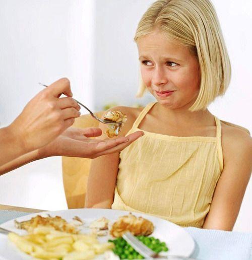 Διατροφικές διαταραχές - Τα αίτια και ο ρόλος των γονιών - Η ανορεξία και η παχυσαρκία είναι πλέον προβλήματα που αντιμετωπίζουν αρκετοί γονείς με τα παιδιά τους. Πόσο επηρεάζει το οικογενειακό περιβάλλον και ποιος είναι ο ρόλος των γονιών;