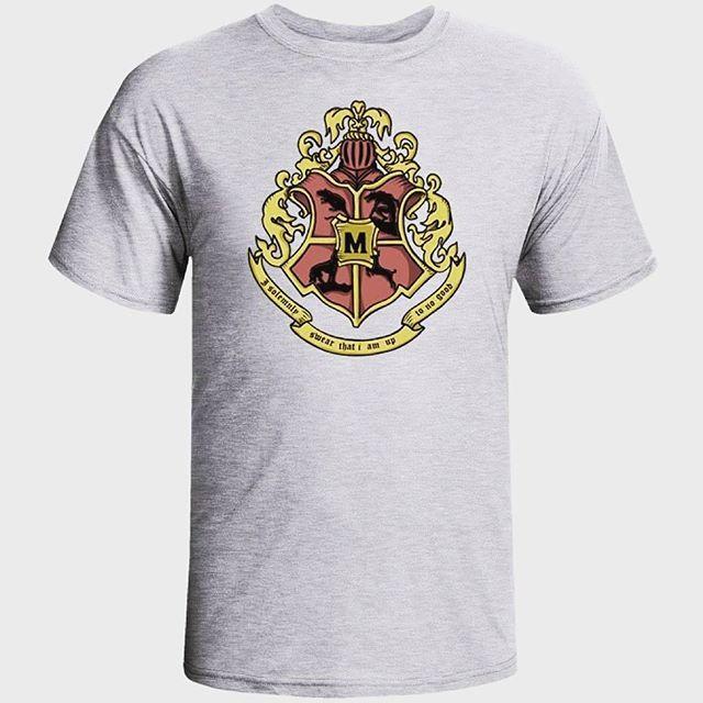 Camiseta ilustrativa dos #Marotos #HarryPotter com imagem das formas animagos de Tiago, Sirius, e Pedro que se tornaram secretamente Animagos não-registrados para que pudessem acompanhar Remo, um lobisomem, em suas transformações. #Pontas, #Aluado, #Almofadinhas e #Rabicho, #Marotos #BrasãoHogwarts #Hogwarts #HarryPotter #boanoite #goodnight #gatomalhadostore Adquira a sua já em www.gatomalhadostore.com.br por apenas 42.90 #eujurosolenementenaofazernadadebom