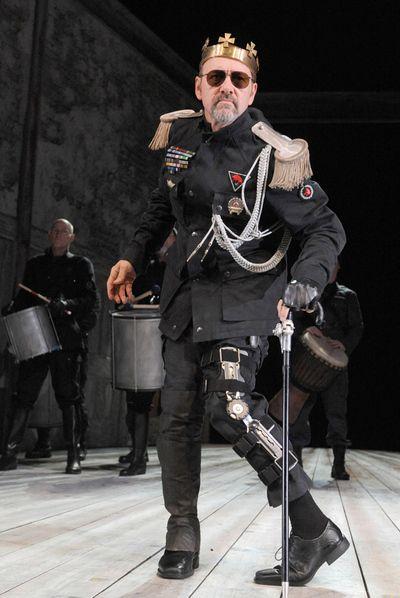 Kevin Spacey en una escena de  Ricardo III , representado en el Teatro Palacio Valdés de Avilés.