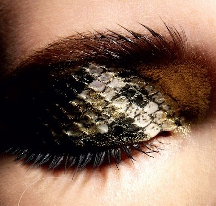 Olhos pele de cobra |