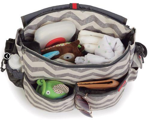Capacidad de los bolsos Skip Hop para bebés http://www.mibabyclub.com/tienda/pasear-al-bebe/bolsos-para-sillas-de-paseo-y-cambiadores-plegables.html