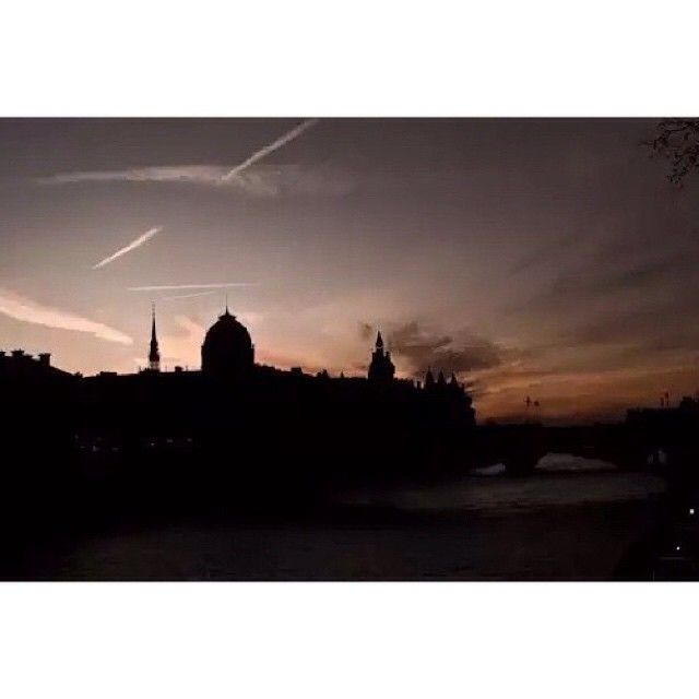 """""""Thursday dreams of Parisian sunsets. #tbt #paris #sunset #takemeback #letsgosomewhere #wanderlust #parisjetaime"""" Photo taken by @sophie_hamer on Instagram, pinned via the InstaPin iOS App! http://www.instapinapp.com (02/19/2015)"""