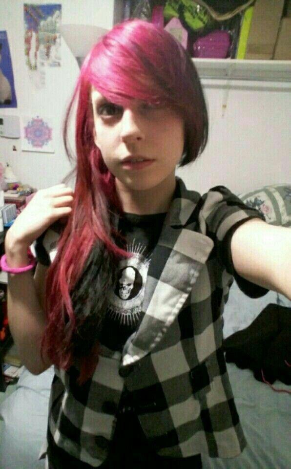 Viro Psycho Pink and black hair