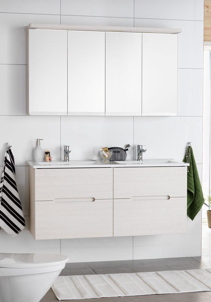 Stor baderomsinnredning i eik. Speilskap med led lys og plass til oppbevaring. http://handlebad.no/baderomsinnredning/sun-120-komplett-m-speilskap