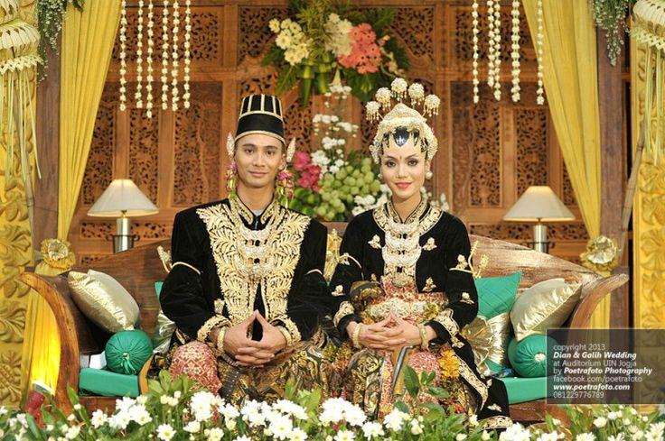 Foto Pernikahan Dian+Galih Pengantin Paes Ageng Jogja by Poetrafoto Photography | Fotografer Pernikahan Wedding Photographer Indonesia, http://wedding.poetrafoto.com/foto-pernikahan-dg-gaun-kebaya-pengantin-paes-ageng-jogja_476