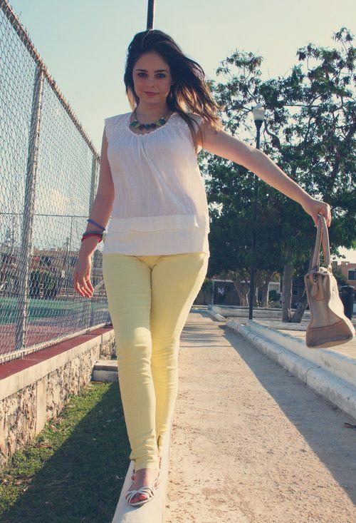Pitillos amarillos parte I  , Sfera en Camisas / Blusas, Sfera en Jeans, Sfera en Sandalias de gladiador, Sfera en Otras joyas / Bisutería, Sfera en Bolsos