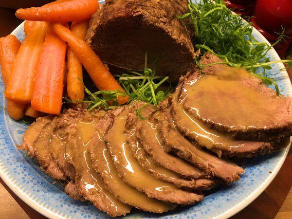 Resultatet efter söndagsmiddagens slottsstek i Crockpoten. Kom fram till att 1 timme per 350 gram kött ger en saftig, mör stek utan att tendera att bli pulledpork som bara faller sönder, utan som i…