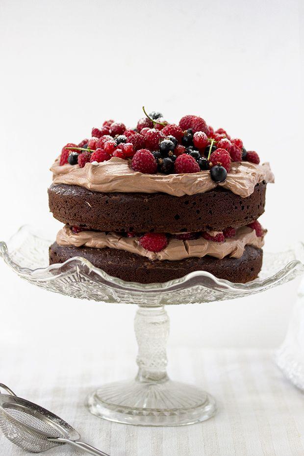 chocOlate cake with mascarpone cream and berries