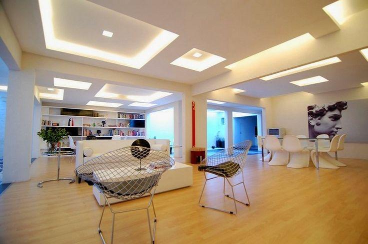 faux plafond moderne en carrés lumineux décoratifs