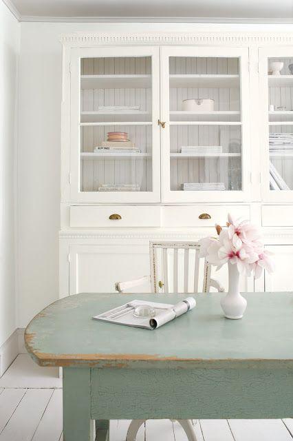 Love the green!  #diningroom #furniture