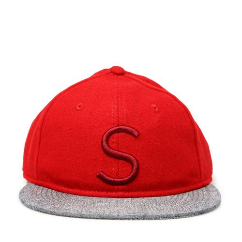 """RED HAT WITH CONTRAST BRIM Red mixed wool hat with contrast brim. Front color co-ordinated letter """"S"""" embroidery. COMPOSITION: 50% WOOL 50% POLYESTER."""