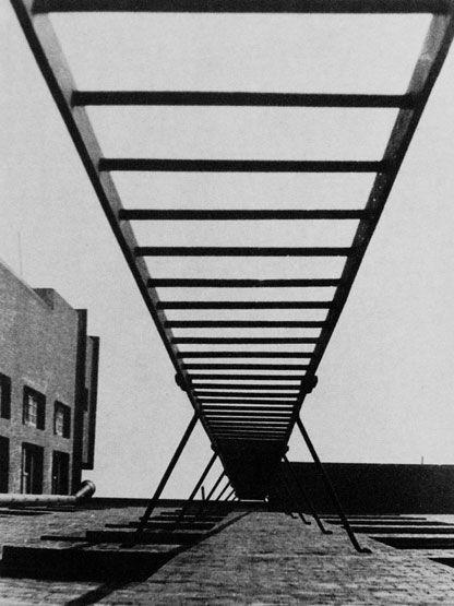Rodchenko - escalier de secours, 1923                                                                                                                                                                                 Plus