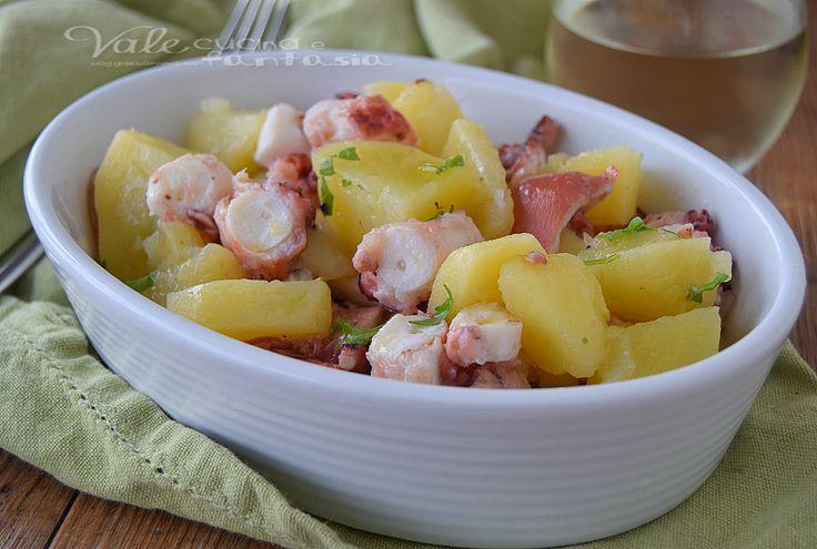 Polpo con patate ricetta di pesce facile, un buon piatto di pesce completo e gustoso, semplice da fare, con un metodo di cottura che lo rende tenerissimo.