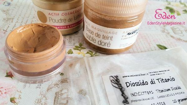 fondotinta color sabbia fai da te con le polveri di Aroma Zone (Sable dorè), poudre de lumiere e altre. Diossido di titanio di mineraliberi  -  spignatto - ricette cosmetici ecobio fai da te