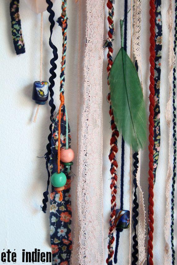 Attrape-rêves Algoma (la vallée des fleurs). Armature en fil de fer épais, recouverte de tissu fleuri. Toile en trois fils de coton bleu, rose