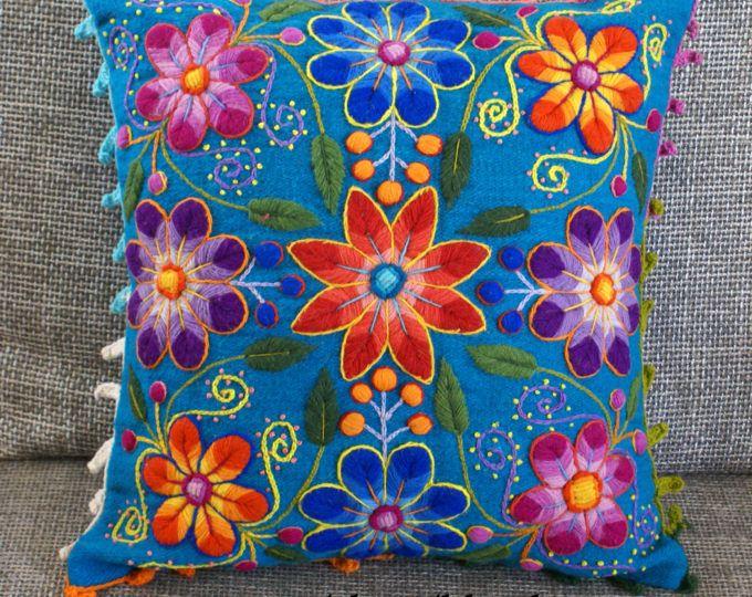 Funda de almohada bordada peruana flores ovejas y alpaca lana 16 x 16 textil peruana hecho a mano azul almohada