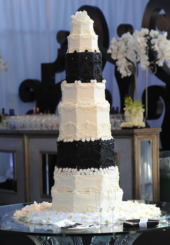 Keeping with their black-and-white wedding theme, Kim Kardashian and Kris Humphries chose a six-foot-tall 10-tier white cake with chocolate chip frosting from Los Angeles bakery Hansen's Cakes. Description from pinterest.com. I searched for this on bing.com/images