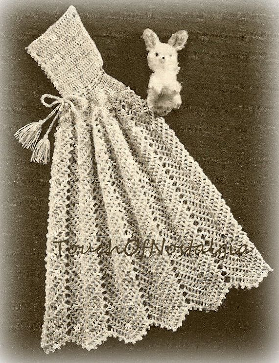 crochet carrying cape crochet pattern vintage by. Black Bedroom Furniture Sets. Home Design Ideas