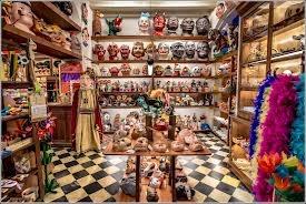 """""""el ingenio"""" Tienda de disfraces, máscaras, juegos, malabares.  c/ Rauric, 6."""