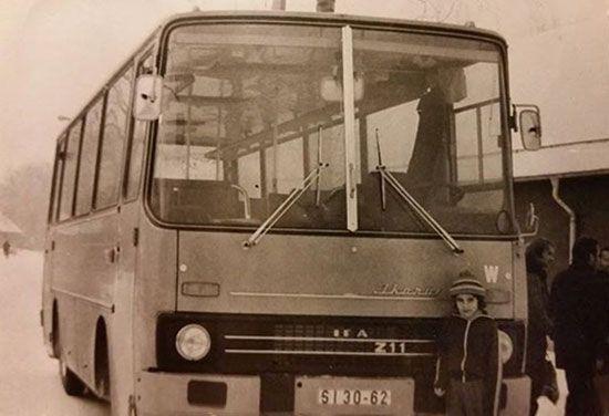 Auf der Agra in Leipzig vor Vaters Bus… Der gute 211 mit W50 Technik. Der Ikarus 211 war ein Gemeinschaftsprojekt zwischen IFA und Ikarus. Vom LKW W50 Stammen die Achsen, der Motor und das Getriebe.    Bild: Peter Dehnert