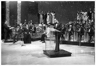 """FATOS - Programa de TV: """"UM INSTANTE, MAESTRO"""" (Flávio Cavalcanti) Esse programa semanal de auditório estreou na TV TUPI em 1957 e marcou a vida de Flávio Cavalcanti como homem de televisão."""