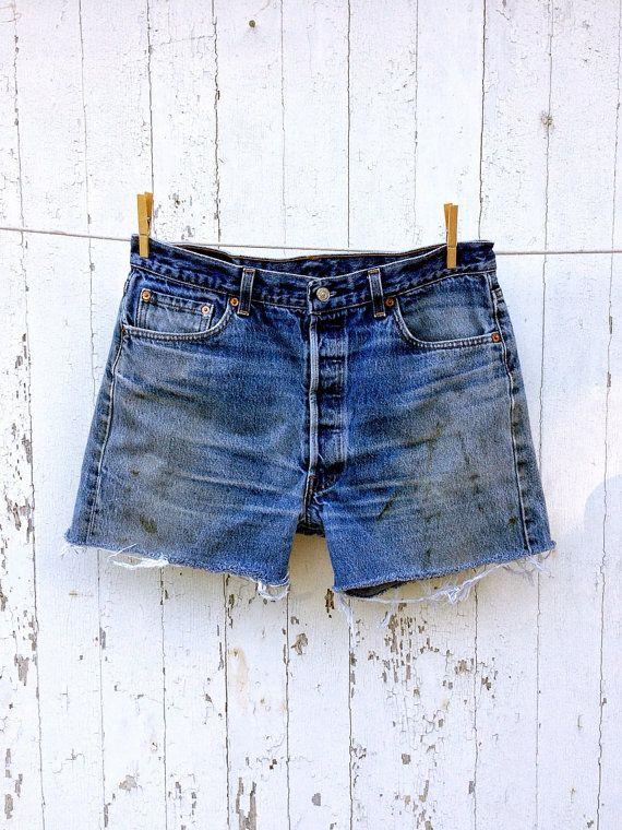 80er Jahre hohe Taille Levi 501 abgeschnittenen Jeans-Shorts 34 Taille lange Schrittlänge Distressed Boyfriend Jean Shorts   – Most liked
