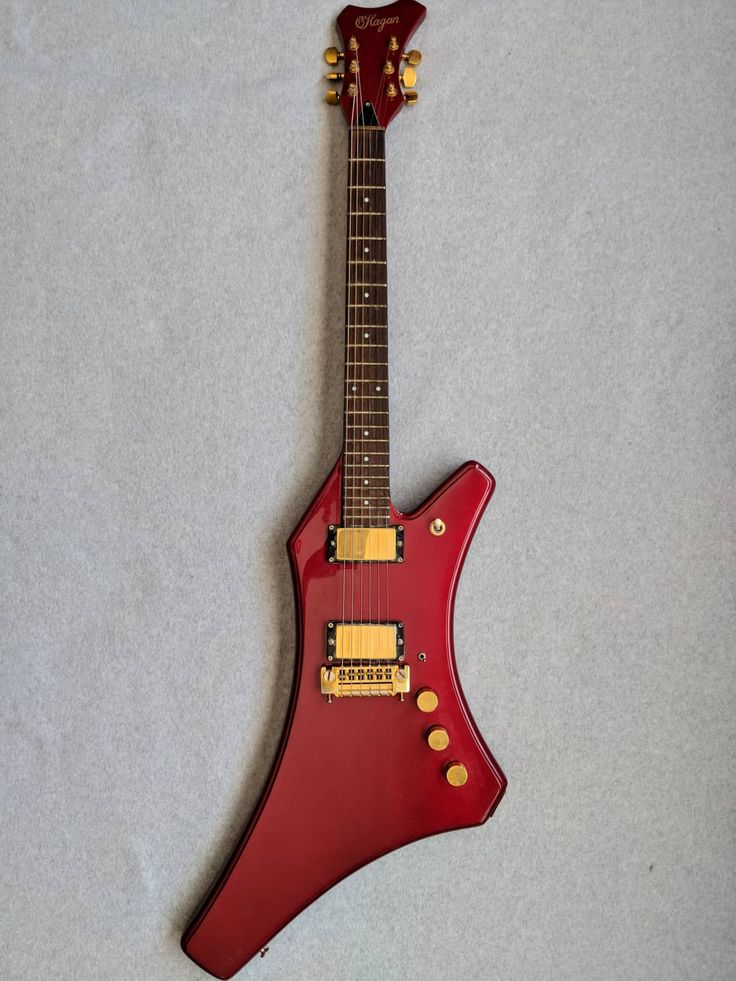 This is an incredibly rare instrument. Born out of the Twin Cities, O'Hagan was one of the first boutique guitar builders around. Operating from 1979-1983, O'Hagan's were handmade. By Jerry O'Hagan's own estimate, only 150-200 Sharks were ever made. Of these, the only colors usually produced wer...