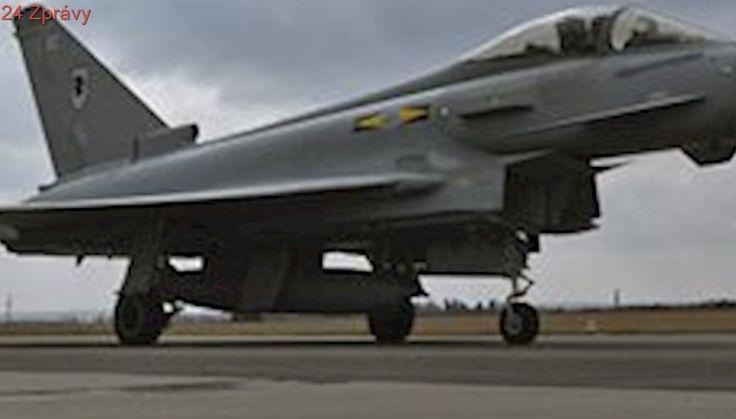 Pilot britské stíhačky v Pardubicích nedobrzdil, stroj vyjel mimo dráhu