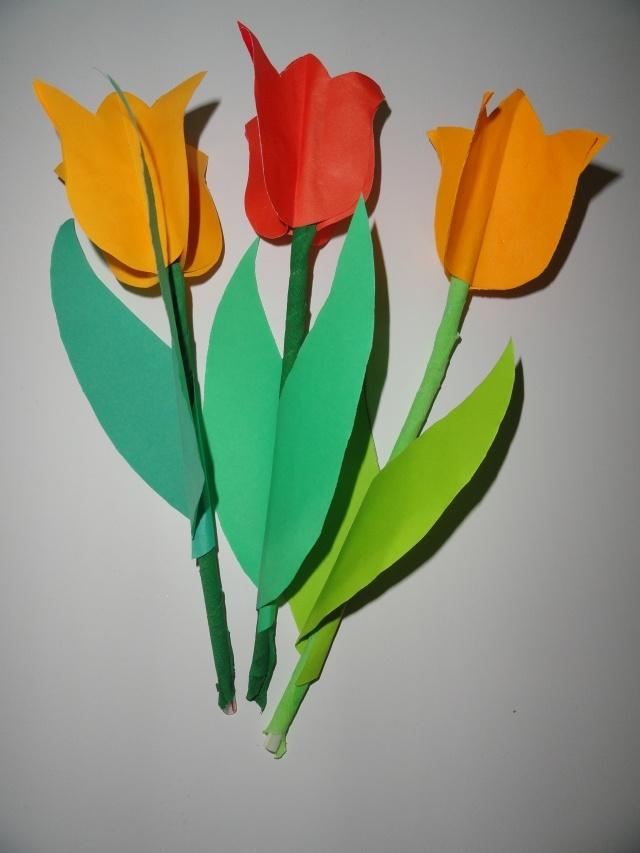 """Ręcznie robione tulipany przez maluchy z przedszkola """"Duszek"""" w Inowrocławiu nastrajają pozytywnie do dalszego działania na polu edukacji żywieniowej"""