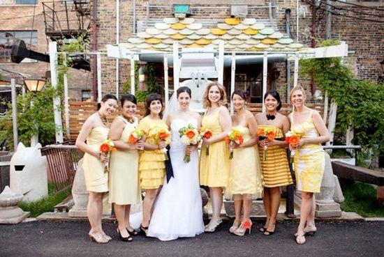 Brudepigekjoler i samme farve, men forskelligt snit og mønster / bridesmaid dresses same color different style and patterns
