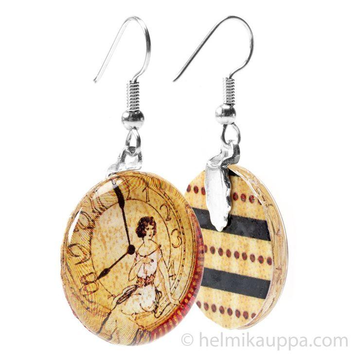 Lasikapusseista voi tehdä myös persoonalliset ja puhuttelevat korvakorut. Mallikorussa on Aanrakun korvakoruihin tarkoitetut liimattavat riipuspidikkeet. Katso tarkemmin tästä: http://bit.ly/aanraku