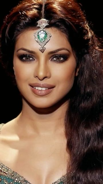 Eppriyanka chopra July 18, 1982 cancer sign and the winner of the Miss World pageant of 2000.