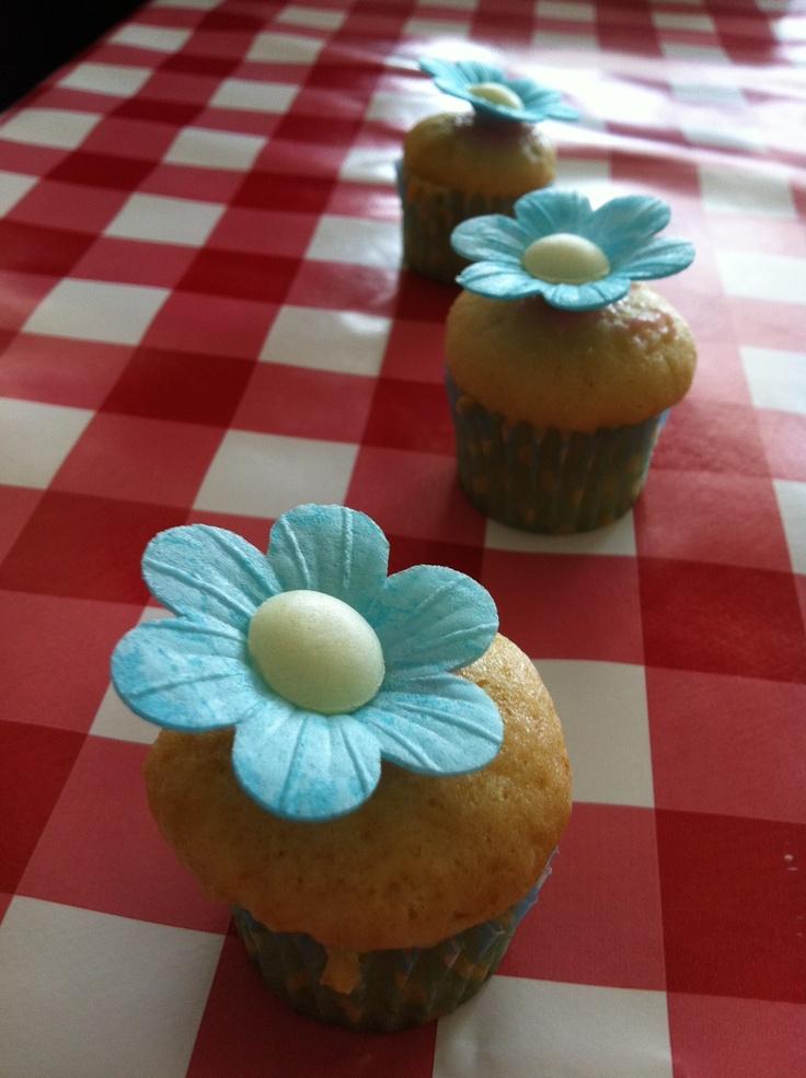 cupcakes versieren op een verjaardagsfeestje lekker pinterest cup cakes cups and cake. Black Bedroom Furniture Sets. Home Design Ideas