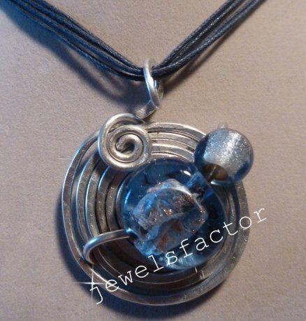 Collana  blu con ciondolo in wire e vetro azzurro lavorato a mano, by dany jewelsfactor, 18,00 € su misshobby.com