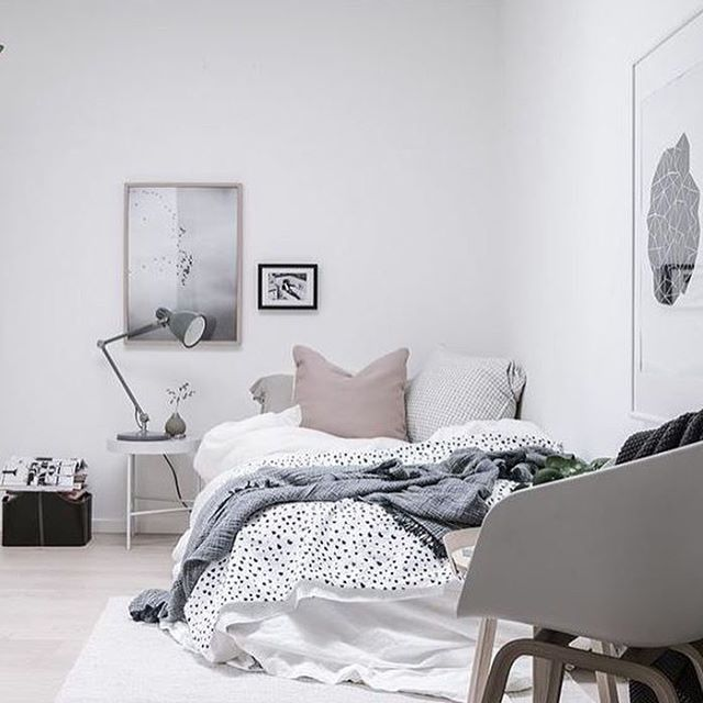 A beautiful calm bedroom styled by @styledbyemmahos for @bjurfors_goteborg Love the soft pastel colour palette! . #bedroom #bedroomdecor #nordichome #nordicinspiration