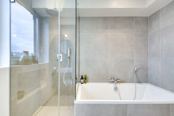 30 salles de bains avec douche et baignoire | Deco | Salle de bain ...