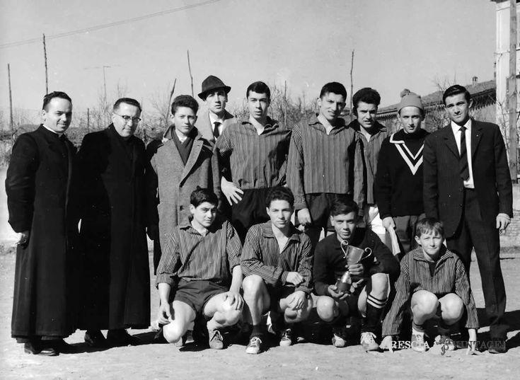 """""""La squadra dell'Olimpia a San Francesco di Paola"""" - 1964 http://www.bresciavintage.it/brescia-antica/storie-di-persone/la-squadra-dellolimpia-san-francesco-paola-1964/"""