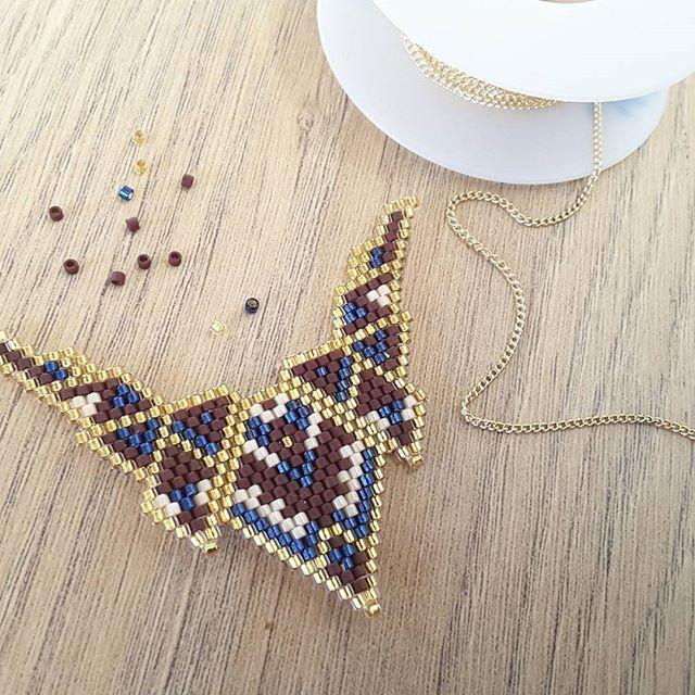 Un joli pendentif à relier sur une chaîne goldfilled. #jenfiledesperlesetjassume #miyuki #brickstitch #perlesaddict #ethnic #aztec #goldfilled #cestmoiquilaifait #navajo #creativa #peyote #diy #jewelrydesigner #tissageperles #chocolataddict #instajewels #jewellery #jewerly #jewelinspiration #jewellovers #fashionjewelry #jewelrygram #jewelryaddict #jewelrylover #jewelryporn #photooftheday #picoftheday