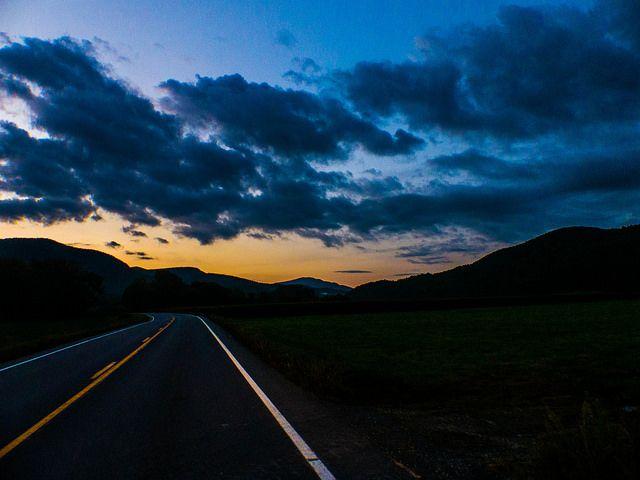 ~ Aki túl gyorsan utazik, az elszalaszthat mindent, amiért útra kelt.~  Louis L`Amour