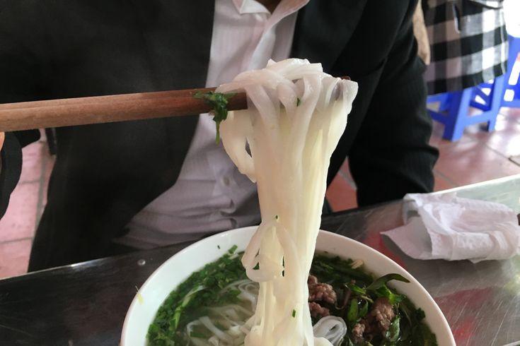 ベトナム料理といえばフォー。ベトナム・ハノイ駐在の人生ユタカがハノイでオススメのフォーのお店を紹介します。今回は、パクチーだけではない香草をたっぷり使用したNgõ 76 Duy Tân通りにあるフォーのお店をピックアップしています。