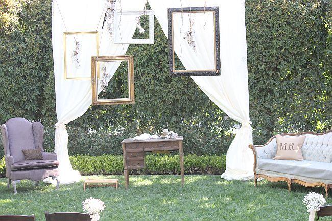 frame+backdrop+with+furniture.jpg 650×433 pixels