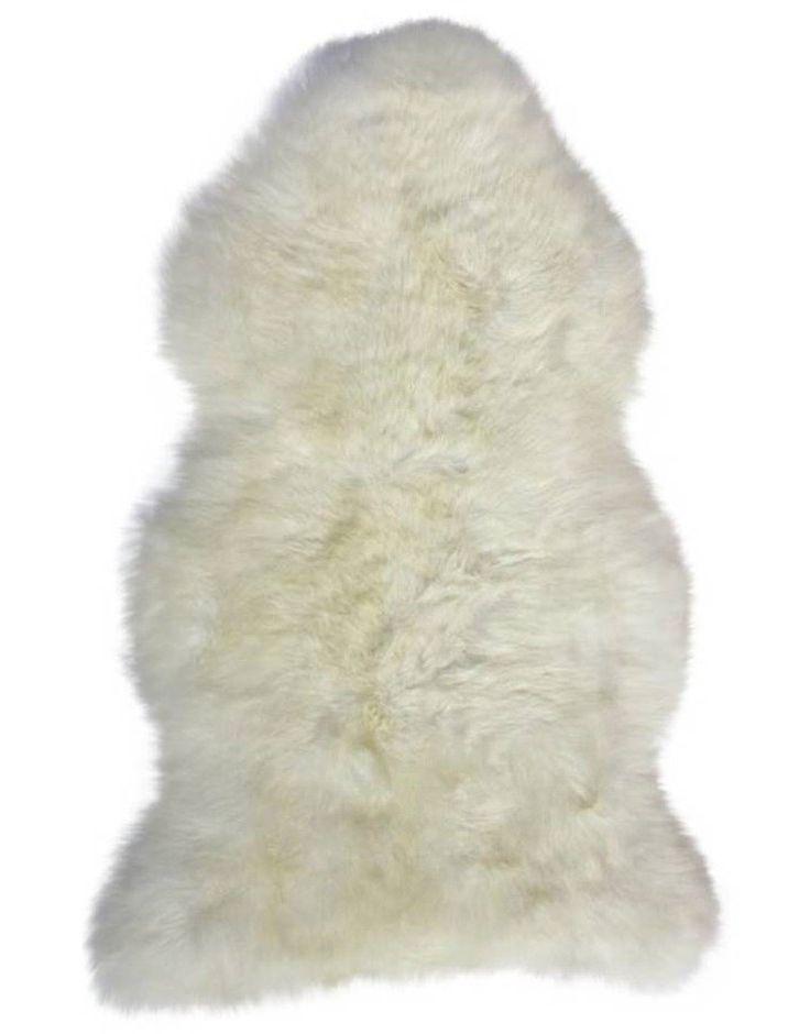 Een schapenvacht is dé musthave voor iedere interieurliefhebber. Perfect voor de Scandinavische woonkamer, maar hij komt ook tot zijn recht in een landelijk of zelfs modern interieur. Leg 'm op de bank of in een stoel voor een knus effect. Stijgen de temperaturen? Een schapenvacht kan ook prima in je tuinstoel voor een bohemien look. Highlights Hoogte: 5 cm Breedte: 55cm Lengte: 100 cm Chemische reiniging mogelijk Natuurlijk schaapswol *LET OP! Het betreft ee...