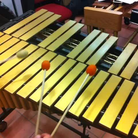 #musicstreets A lezione di percussioni con #GiuseppeCacciola
