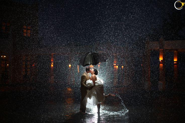 Wow! Op deze bruiloft heeft het heel, heel erg lang geregend!