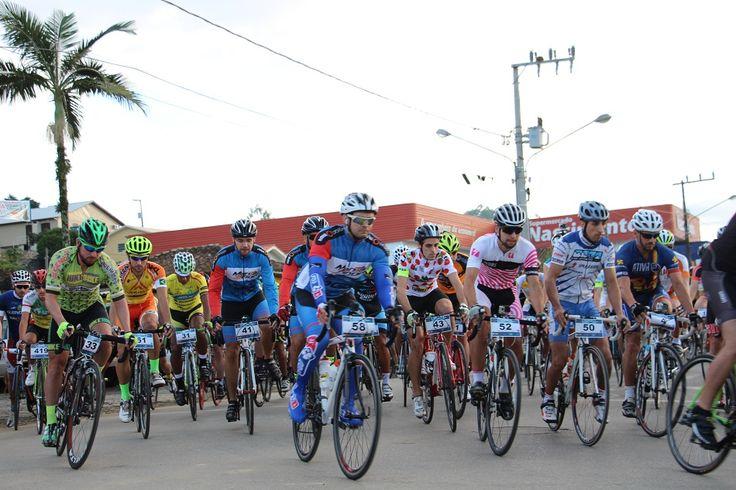 A Serra do Rio do Rastro recebeu na manhã deste domingo (5) cerca de 600 atletas que participaram da sétima edição do Desafio de Ciclismo. O evento reuniu atletas da categoria Speed – Ciclismo de Estrada – de 17 estados do Brasil, entre eles de Roraima. O grande campeão, o primeiro a completar a prova, ...