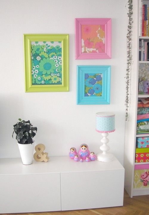 Love the painted frames: Painted Frames, Colour Frames, Bright Frames, Frames Vintage, Paintings Frames, Frames Fabrics, Frames Colour, Vintage Sheet, Frames Add