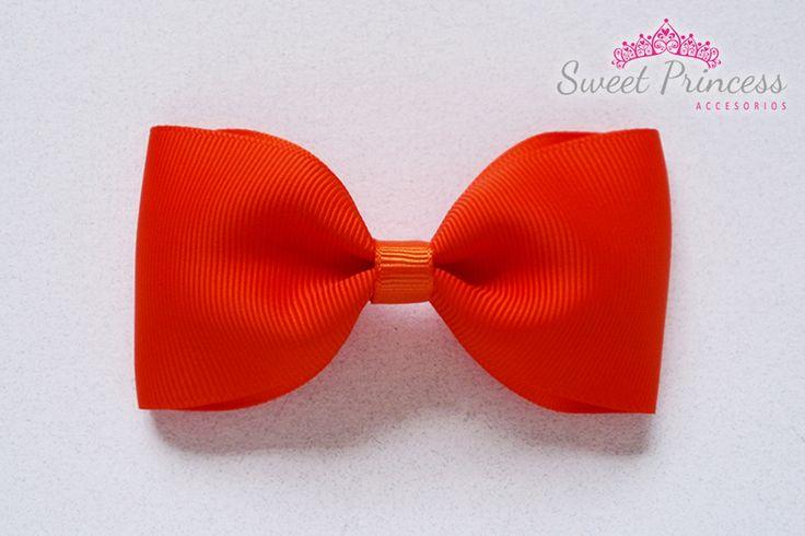 Hermoso lazo naranja para tus niñas! #hairbows #lazos #colitas #ganchitos #chic #niñas #girls #babygirl #bebe #princesita #hechoconcariño #hechoamano #handmade #cute #hechoenvenezuela #designersvenezuela #cute #orange #naranja #cintas #ribbons #grosgrain